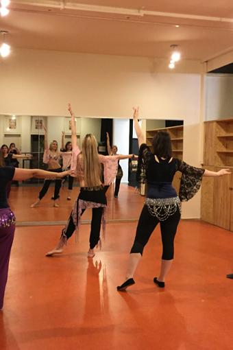 Bauchtanz-Unterricht im Irene Ruata Dance Studio in Berlin.